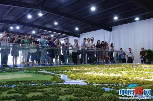 华媒负责人听取北京城市副中心规划建设沙盘讲解