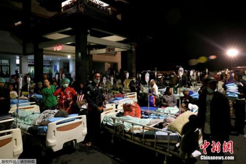 当地时间8月6日,印度尼西亚抗灾署官员表示,印尼西努沙登加拉省龙目岛7.0级强烈地震已致至少82人死亡,数百人受伤。