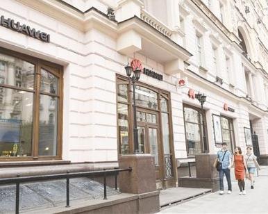 位于莫斯科特维尔大街上的华为手机旗舰店。本报记者 屈 佩摄