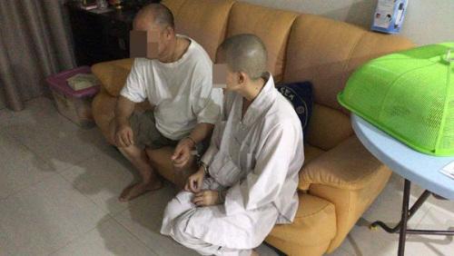 2名中国籍男女,假扮和尚向民众募款和行骗,最终落入警网。(来源:马来西亚《中国报》)