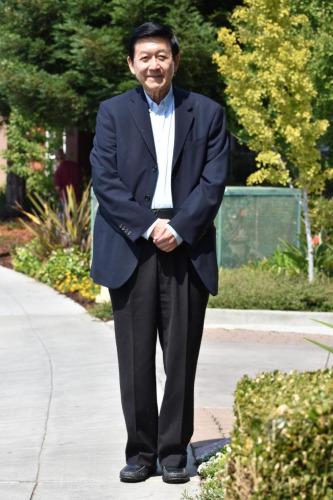 医师李家仁在华埠及日落区行医45年后退休。(美国《世界日报》/李秀兰 摄)