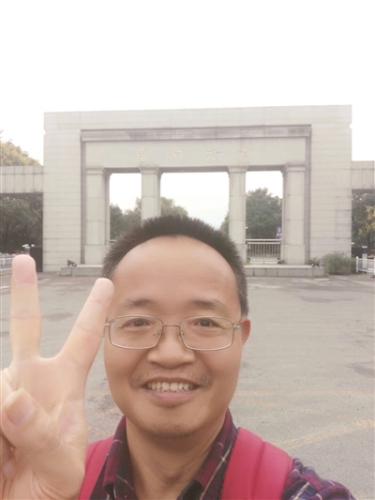 """王珂教授回南京后发朋友圈:""""笑着站在东南大学前!"""""""