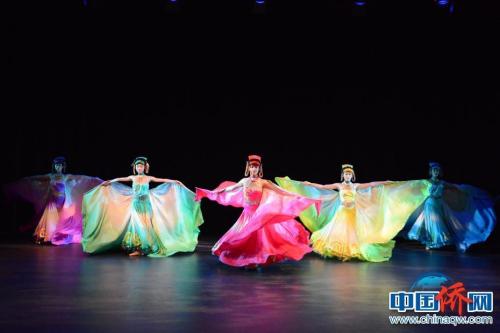 图为巡演团大学生演员在排练。 中央民族大学供图 刘佳摄