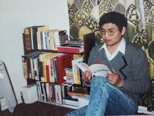 1990年留学期间逯高清在布里斯班家中读书