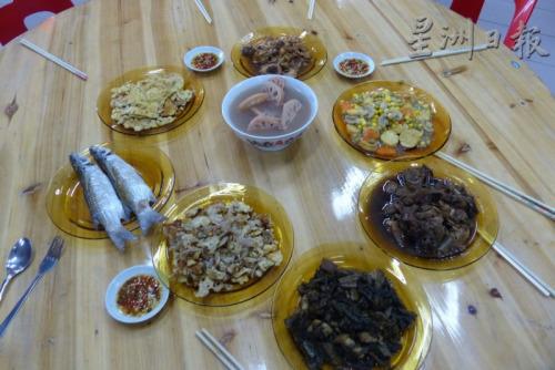 一道道美味佳肴,传承浓浓乡音乡情。(马来西亚《星洲日报》)
