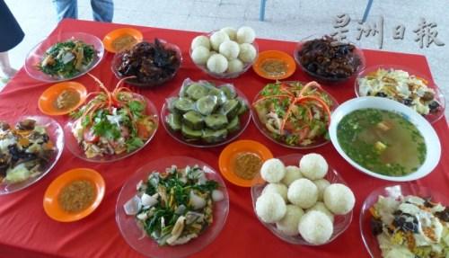 海南会馆妇女组精心准备的海南菜肴,传承文化不遗余力。(马来西亚《星洲日报》)