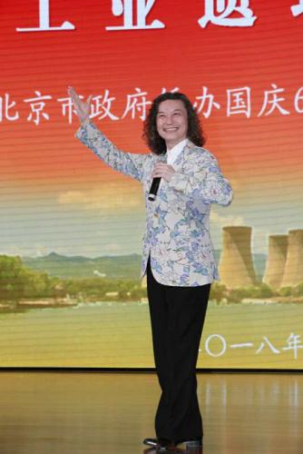 日本京剧院院长吴汝俊表演京剧。