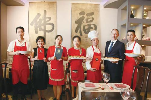 China Té的工作人员团队。(图片来源:《欧洲时报》邵依妮/ 摄)