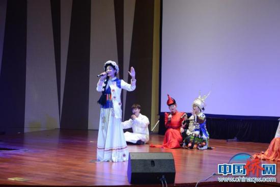 图为纳西族女声独唱《净土》。