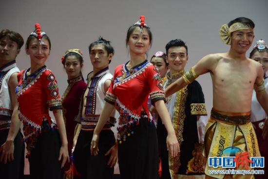 图为群舞《锦绣中华》。
