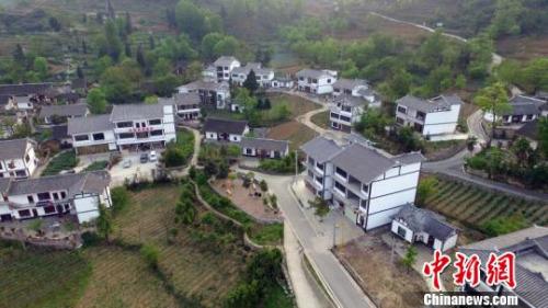 图为航拍贵州省毕节市大方县木寨村。 瞿宏伦 摄