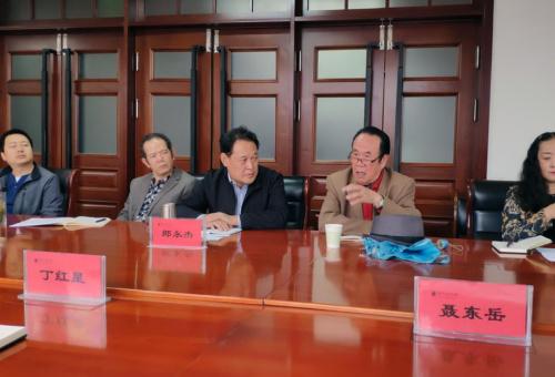 校侨联原主席蔡建中谈意见建议。
