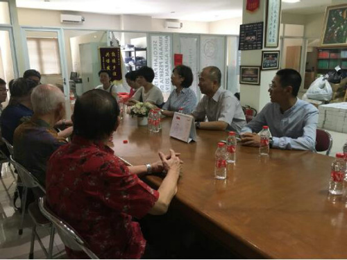 与印尼巴中三语学校校董座谈交流