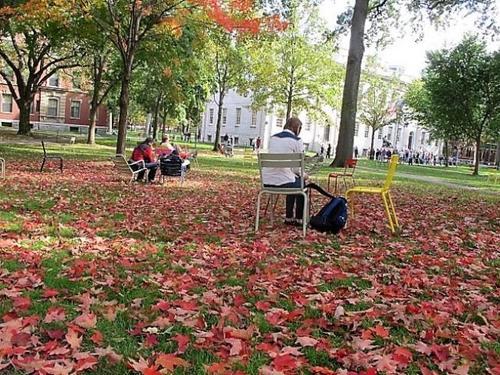 哈佛大学学生和校友在法庭上作证时指出,校园近年的亚裔学生人数增加不少,亚裔学生仍面临遭遇偏见的挑战。(美国《世界日报》/唐嘉丽 摄)