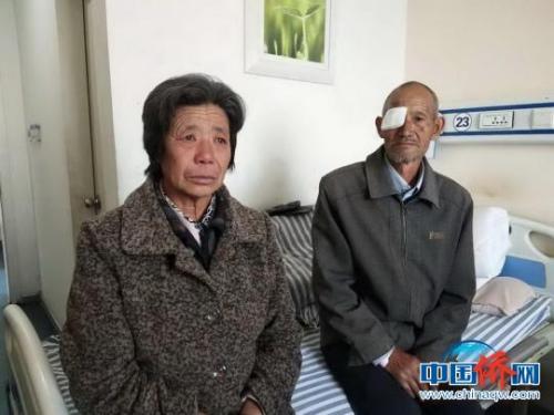 图为接受治疗的患者与他的家人。 李秋燕 摄