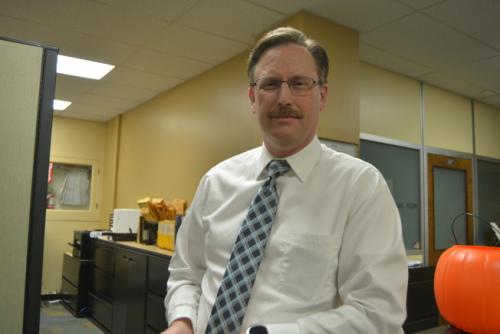阿县选务处首席信息官杜普伊斯(Tim Dupuis)表示,选票上候选人的中文姓名,都是由当地市府书记办提供的。 (记者刘先进/摄影)