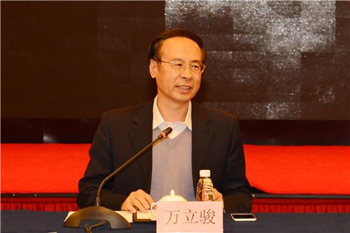 中国侨联主席万立骏在座谈会上强调,侨资企业作为我国民营企业的重要组成部分,在新时代要激发改革开放再出发、发展壮大再创业的磅礴力量,为推动高质量发展、经济转型升级作出新的更大贡献。 中国侨联供图