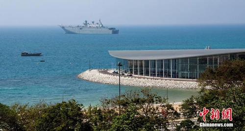 资料图:2018年11月4日,一艘军舰停泊在巴布≡亚新几内亚莫尔兹比港。