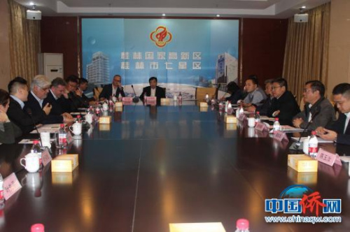 代表团一行参加桂林国家高新技术开发区举办的投资环境介绍会。 陆汉宝 摄