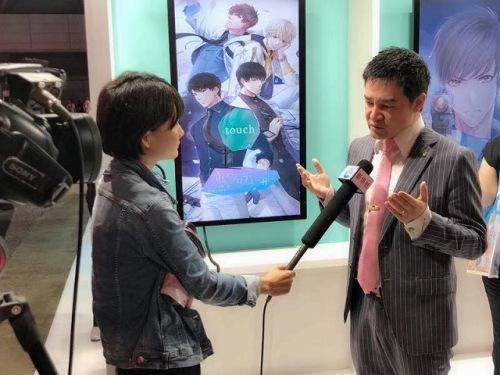 在东京GAMESHOW上接受媒体采访(来源:日本中文导报)