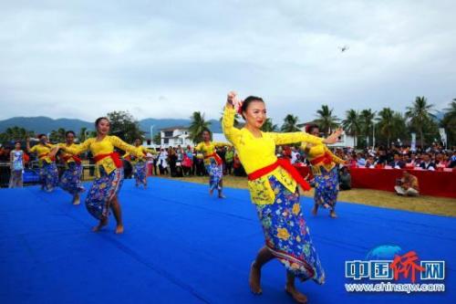 印尼舞蹈风情十足。 琼芬 摄