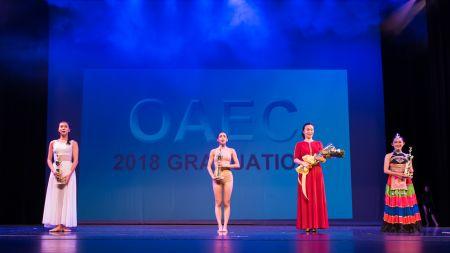 三位优秀毕业生回顾成长历程,用舞蹈感谢每位老师和OAEC大家庭,让人依依不舍。