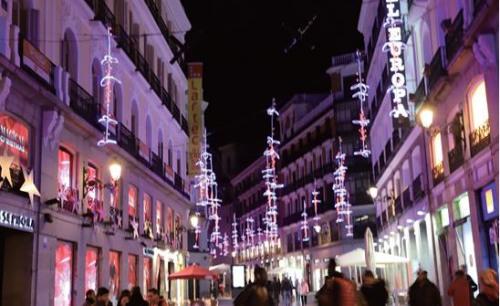 马德里市中心圣诞彩灯。(《欧洲时报》/邵依妮 摄)