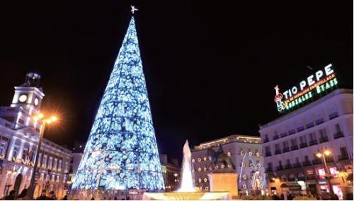 马德里太阳广场圣诞街景。(《欧洲时报》/邵依妮 摄)
