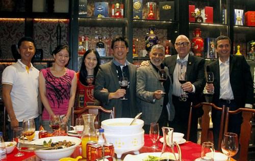 巴西政要和来宾在庆祝会上。