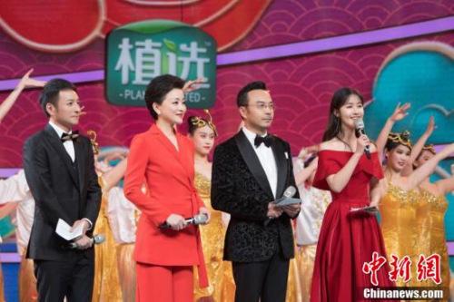汪涵、杨澜等四位主持人集体亮相。