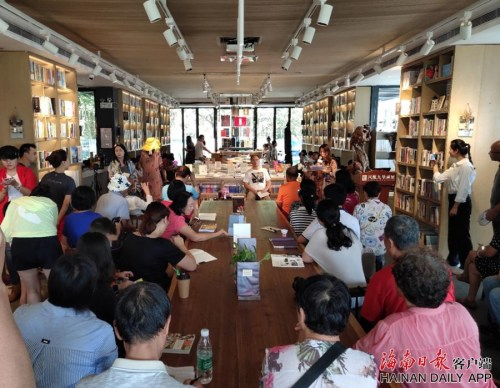 书屋还开设了读书分享会。海南日报记者袁宇摄