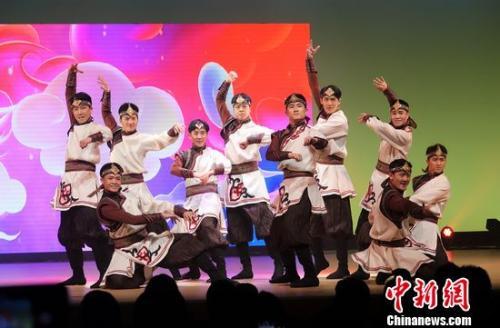 图为蒙古族舞蹈《骏马归来》。周欣嫒 摄