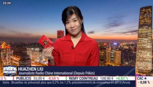 """近期,趁着中国新年,节目还给法国人科普了""""送红包""""的中国传统。(《欧洲时报》英国版微信公众号欧时大参截图)"""