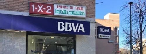 位于马德里Usera区的一家BBVA银行营业厅。(图片来源:西班牙《日报》)