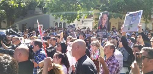 拉普拉塔华人街头抗议,就男童溺亡一案向校方讨公正(图片来源:拉普拉塔商会)