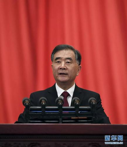 3月3日,中国人民政治协商会议第十三届全国委员会第二次会议在北京人民大会堂开幕。这是全国政协主席汪洋代表政协第十三届全国委员会常务委员会作工作报告。 新华社记者 饶爱民 摄
