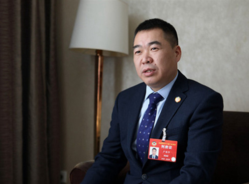 卢锡华在北京接受采访。(《欧洲时报》特约记者李国庆 摄)