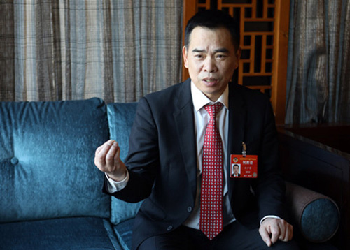 孙少荣在北京接受采访。(《欧洲时报》特约记者李国庆 摄)