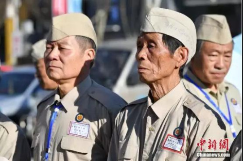 资料图:为身着先辈们服装的南侨机工后人。<a target='_blank' href='http://www.chinanews.com/' _cke_saved_href='http://www.chinanews.com/'>中新社</a>记者 刘冉阳 摄