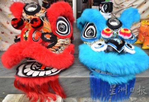 佛山狮(左)和鹤山狮,可在嘴形和独角形状辨认出来。(马来西亚《星洲日报》)