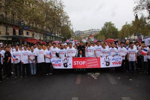 2016年9月4日华侨华人在巴黎共和国广场举行游行。(欧洲时报微信公众号/黄冠杰 摄)