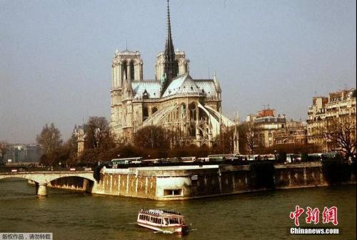 塞纳河边的巴黎圣母院。图片来源:中国新闻网