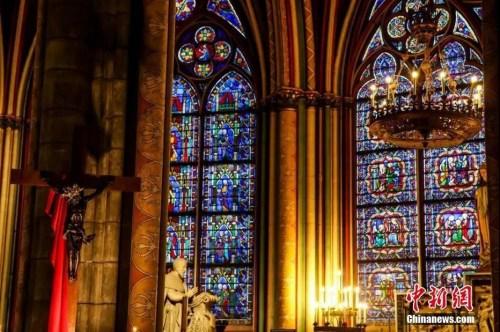 巴黎圣母院被毁前内部。图片来源:中国新闻网