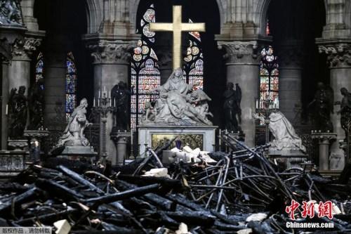 大火之后的巴黎圣母院。图片来源:中国新闻网