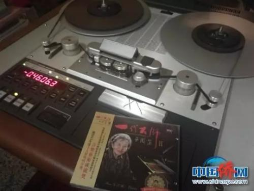 图为巫漪丽录制的《一代大师2》专辑 林浩摄