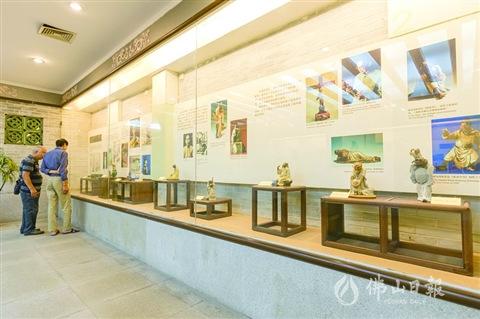 纪念馆内收藏了许多刘传的陶塑精品。