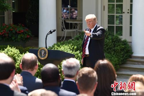图为特朗普在白宫玫瑰园〖发表讲话。中新社记者 陈孟统 摄