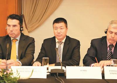 2014年4月,李昂(中)在第三届中希经贸论坛上就旅游行业现状∑和未来发言。