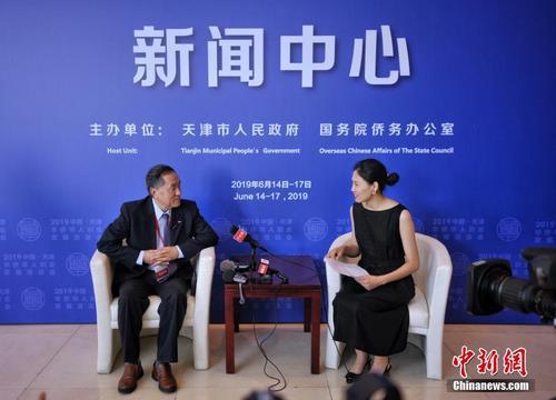 天津华博会开幕 betway必威苹果华人嘉宾代表接受记者采访