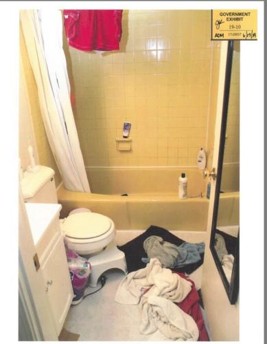 警犬曾在被告浴室水槽,闻到人体遗骸味道。(图片来源:美国联邦检察官办公室)